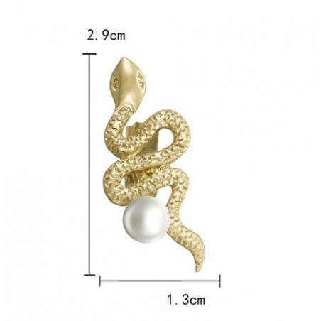 Sagė maža gyvatė su perliuku